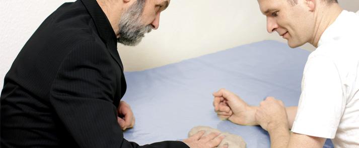 Hemiplegie: Möglichkeiten der Funktionsbehandlung der oberen Extremität in Anlehnung an verschiedene therapeutische Verfahren
